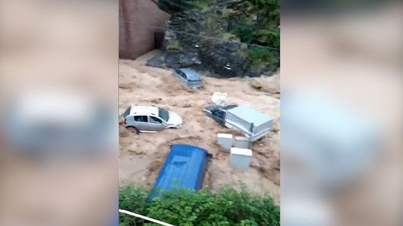 Belgii zasáhly silné bouřky. Voda strhávala auta, obyvatelé byli evakuováni