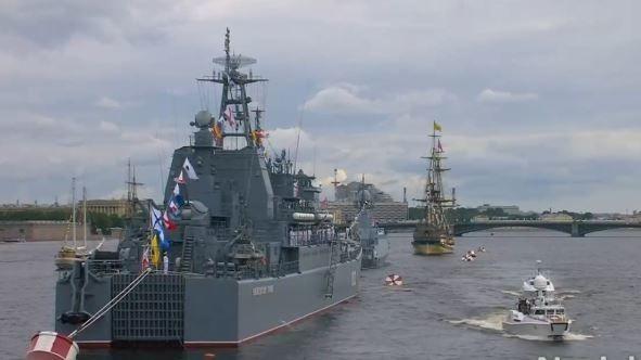 Oslavy Dne námořnictva v Rusku jsou ukázkou síly