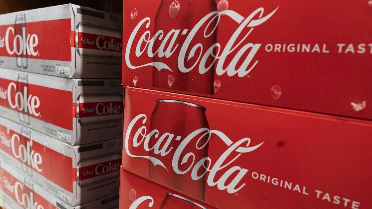 Coca-Cole se zvýšily tržby i zisk