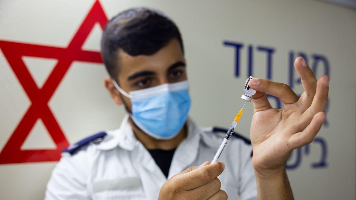 Izrael začne od neděle očkovat třetí dávkou vakcíny