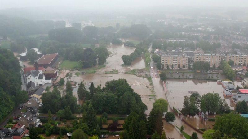 Tragická bilance po bouřkách roste v Německu i Belgii. Nizozemci evakuují