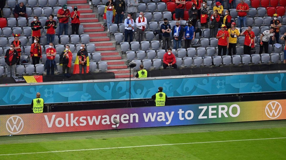 UEFA pro zápas Česko-Dánsko zakázala reklamy v barvách LGBT