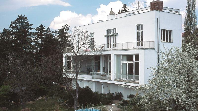 Vila Ernsta Löw-Beera je jednou z nejzajímavějších staveb v brněnských Pisárkách