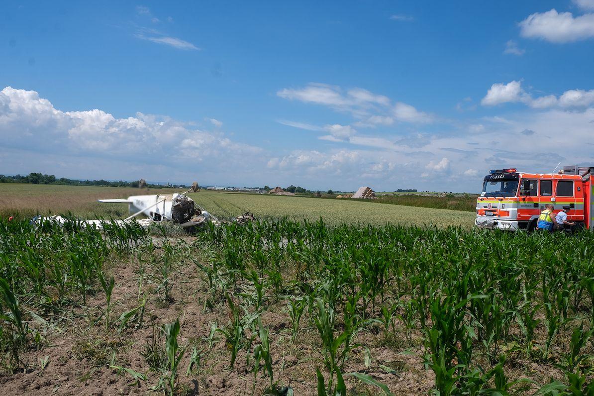V Dolním Benešově spadlo letadlo.