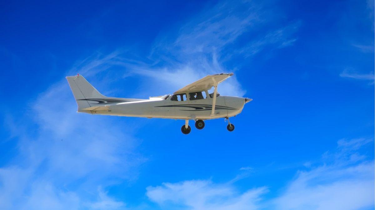 Pilot pašoval kokain za stovky milionů. Shodil ho na špatný dům