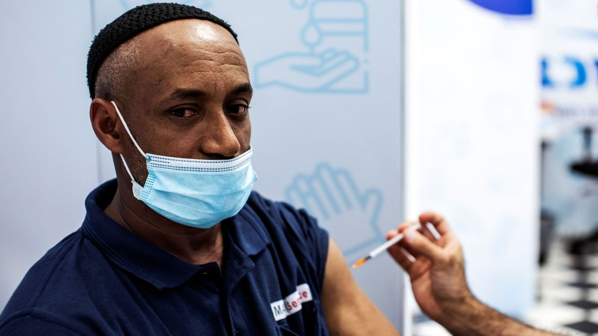 Třetí dávka v Izraeli: Úbytek hospitalizovaných