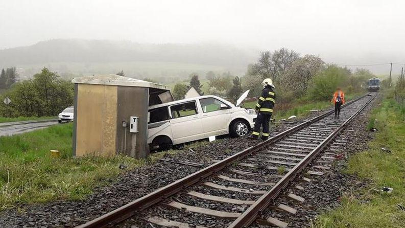 Žádná světla nesvítila, tvrdí řidič, kterého smetl na přejezdu vlak