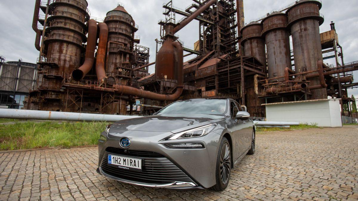 V Dolní oblasti Vítkovic v Ostravě je k vidění Toyota Mirai, první prodaný kus u nás