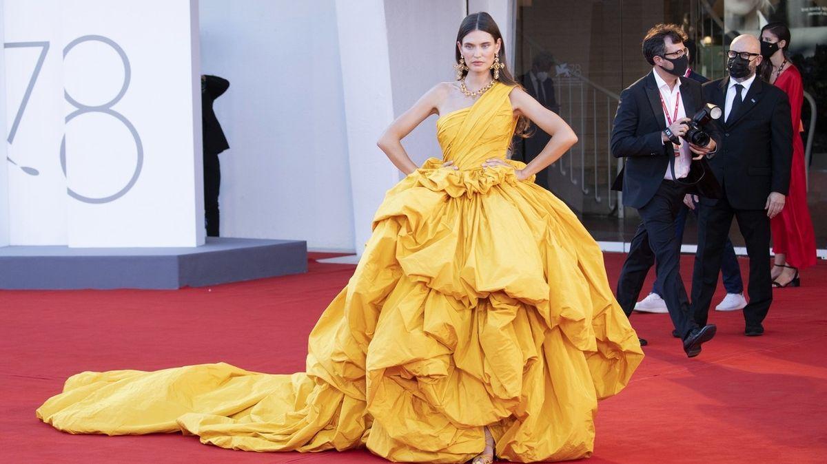Šaty ze slavnostního zahájení filmového festivalu v Benátkách