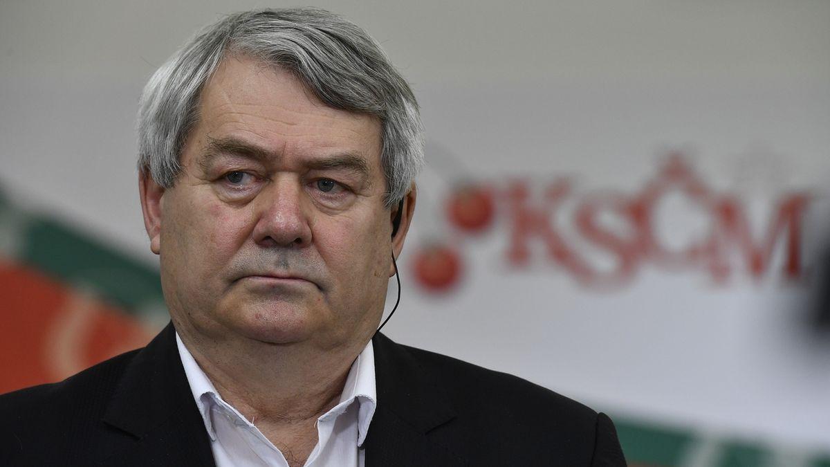 Předseda KSČM Vojtěch Filip po vyhlášení výsledků voleb do Poslanecké sněmovny
