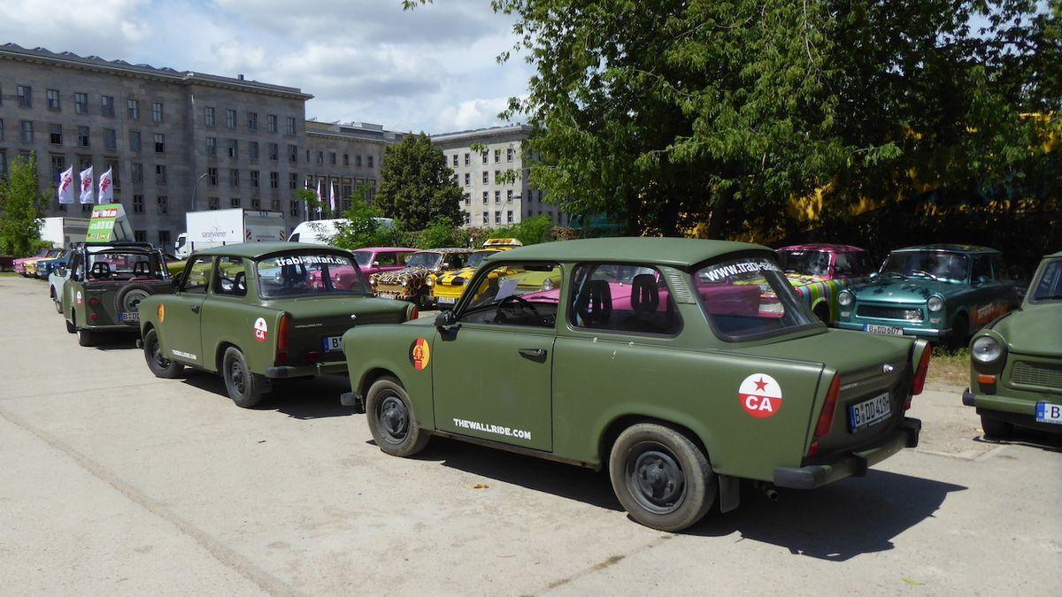 Jízda trabantem je zážitek. Nejen pro samotné řidiče, ale také pro kolemjdoucí turisty.