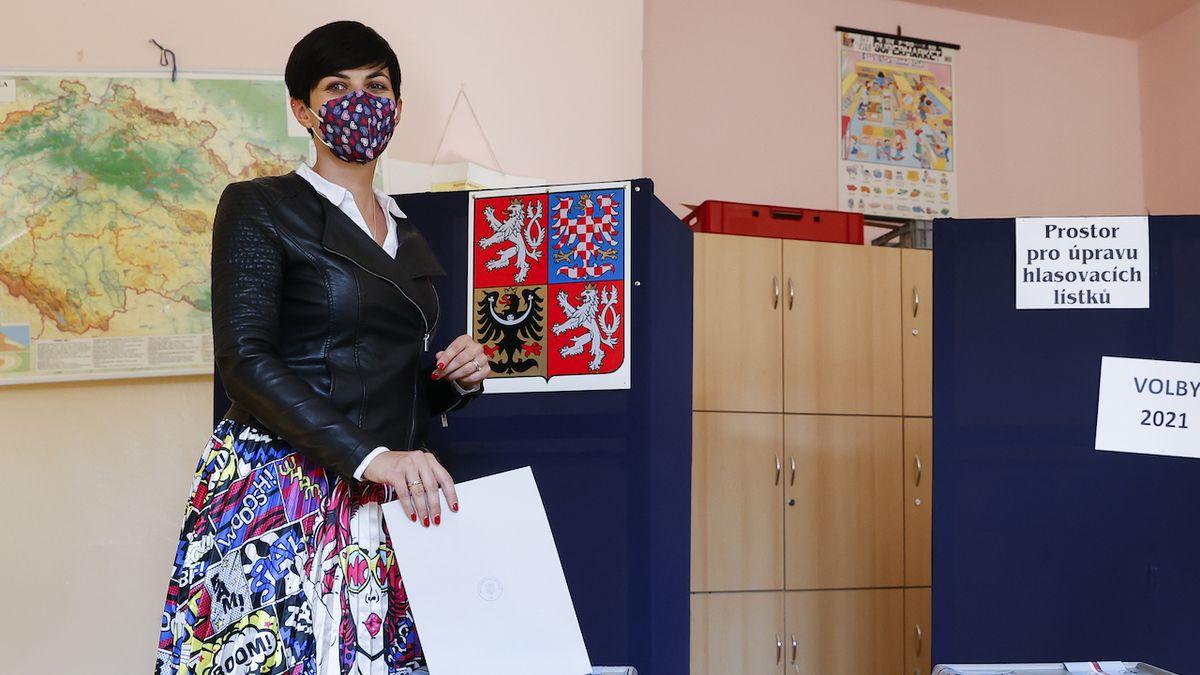 Předsedkyně TOP 09 Markéta Adamová Pekarová odevzdala svůj hlas v pátek 8. října 2021 ve sněmovních volbách.