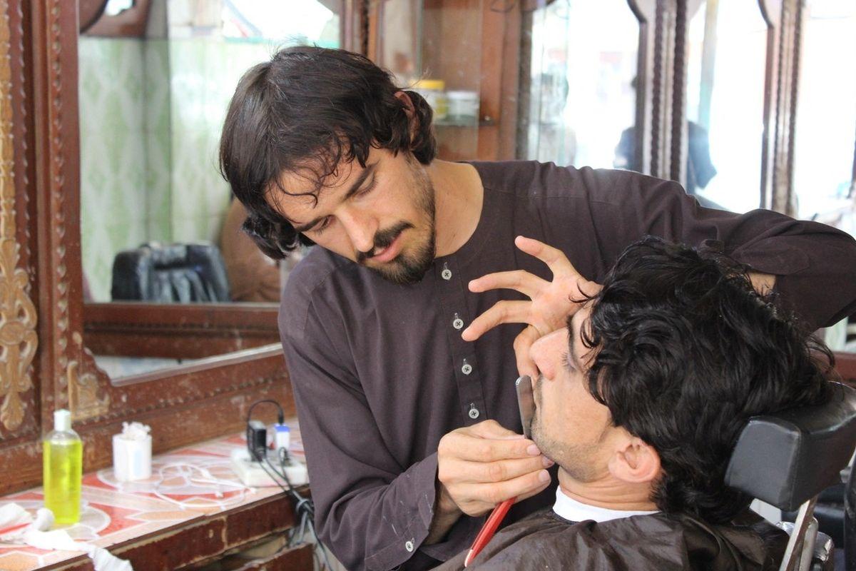Holiči v Afghánistánu nebudou moci upravovat vousy