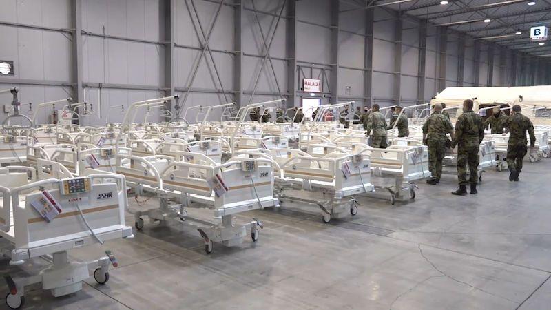 Ředitel Nemocnice na Bulovce: Dobře že bude polní nemocnice po ruce