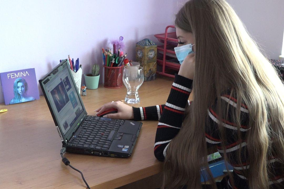 Ne všechny děti snáší online výuku dobře.