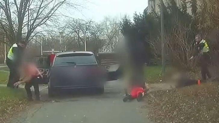 Pronásledovaný řidič v Kladně skočil na zadní sedačky, BMW s posádkou jelo dál