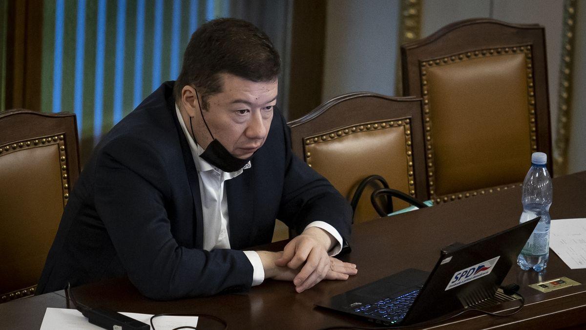 Okamura se má lidoveckým europoslancům omluvit za lži o migrantech