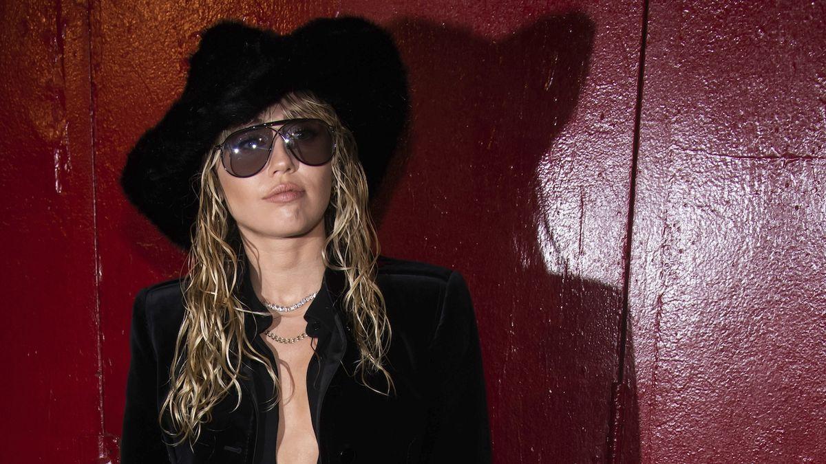 RECENZE: Miley Cyrusová pořád hledá pevný bod