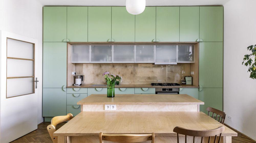 Dominantou zrekonstruovaného bytu se stalo zařízení v mentolové barvě