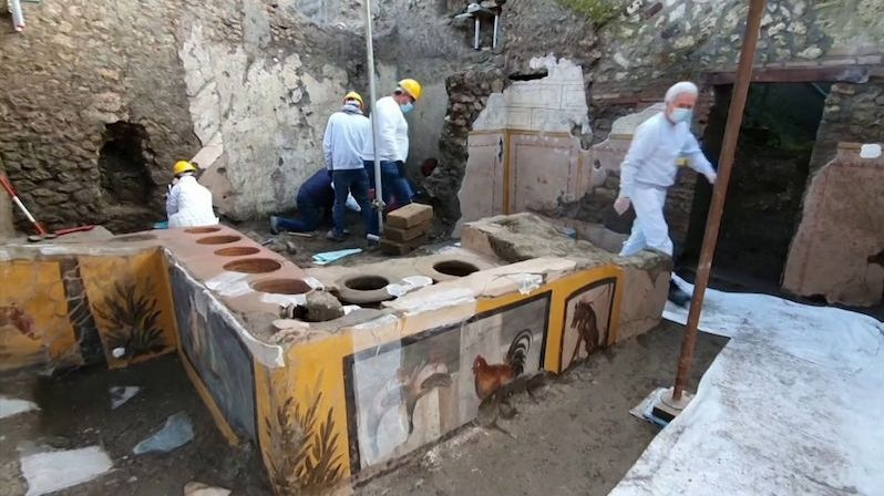 Archeologové nalezli v Pompejích antický fastfood i se zbytky jídel