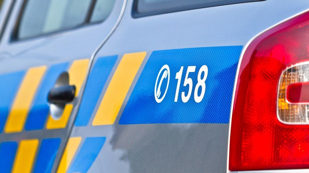 Tah na Německo zablokoval na Chomutovsku zlomený kamion