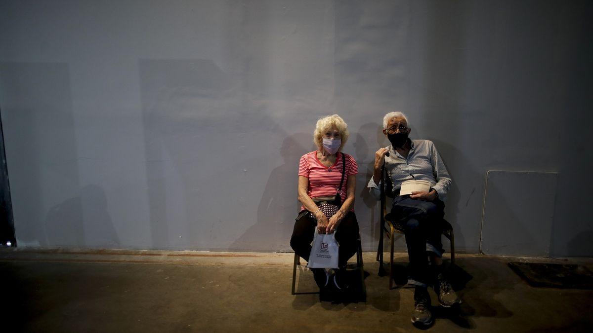 Staří lidé touží víc po blízkosti než po ochraně, říká vedoucí linky seniorů