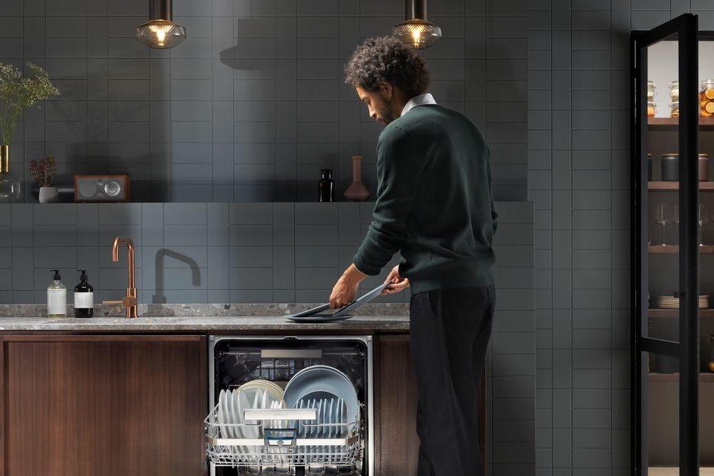 Mycí zóna v kuchyni zahrnuje dřez a myčku. Dřez volte dostatečně velký, aby oplachování rozměrných hrnců bylo komfortní.