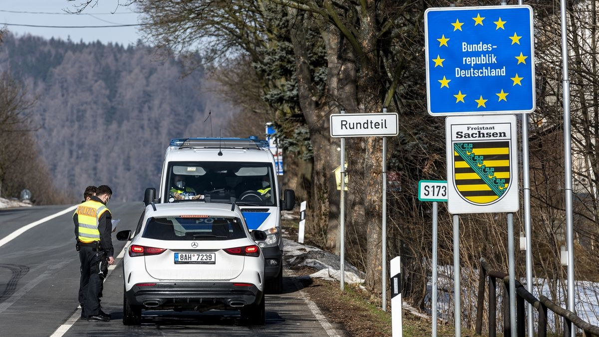Německo bude kontrolovat hranici s Českem minimálně do začátku března
