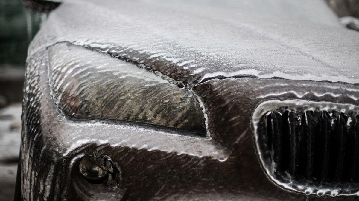 Mrznoucí déšť pokryje Česko ledovkou, varovali meteorologové
