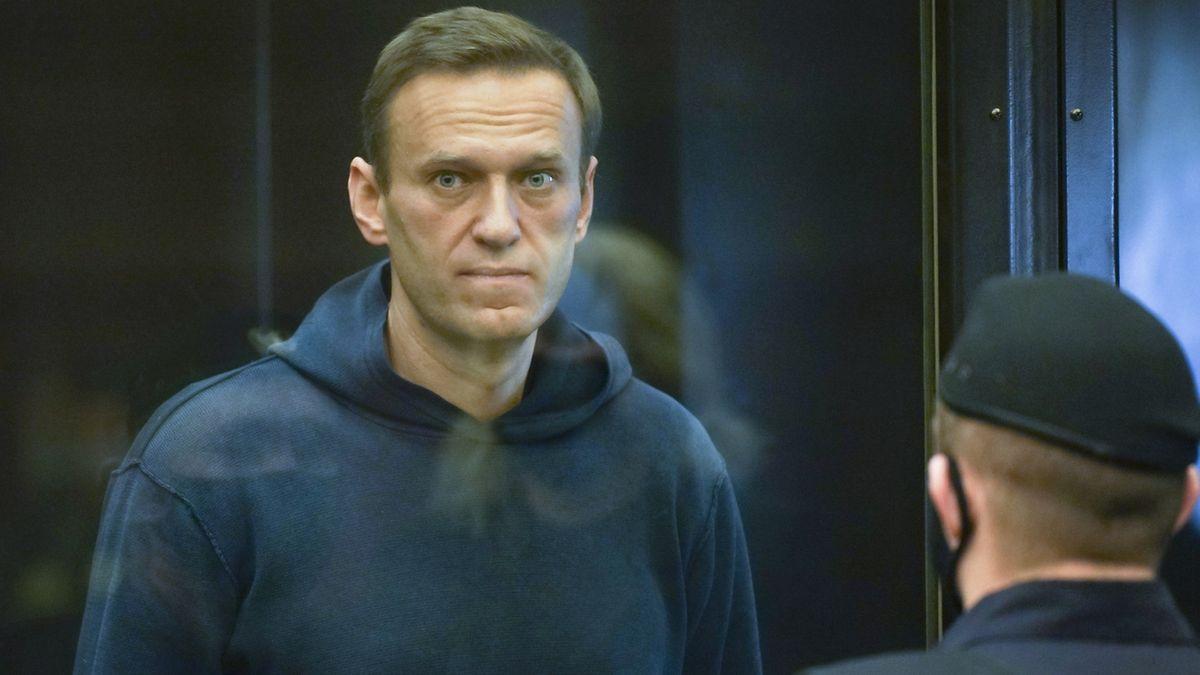 Ruští lékaři zatajili lékařskou zprávu, která dokazuje Navalného otravu, tvrdí jeho tým