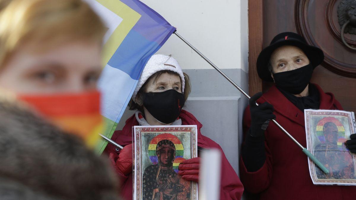 Polce odebral soud dítě, protože je lesba