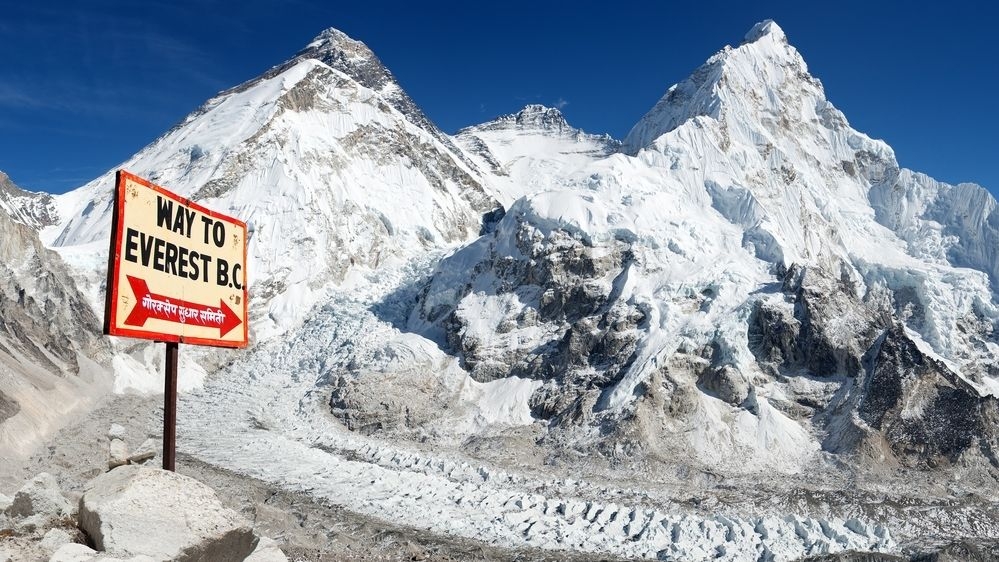 Mount Everest se po roce opět zpřístupní, ale za přísných podmínek