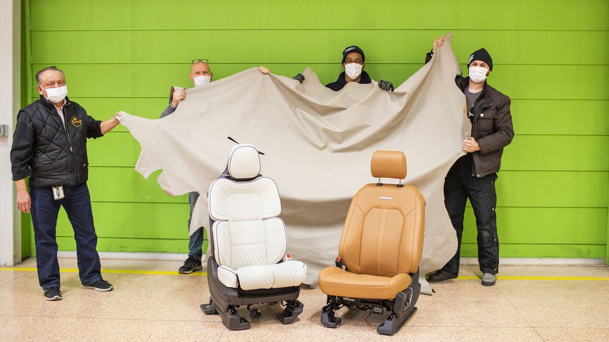 Zaměstnanci Fordu našli při úklidu kožené potahy za dva miliony