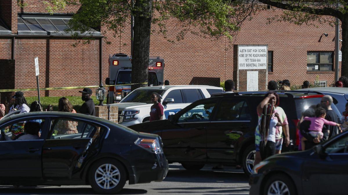 Střelba v americké škole. Mrtvý student a zraněný policista