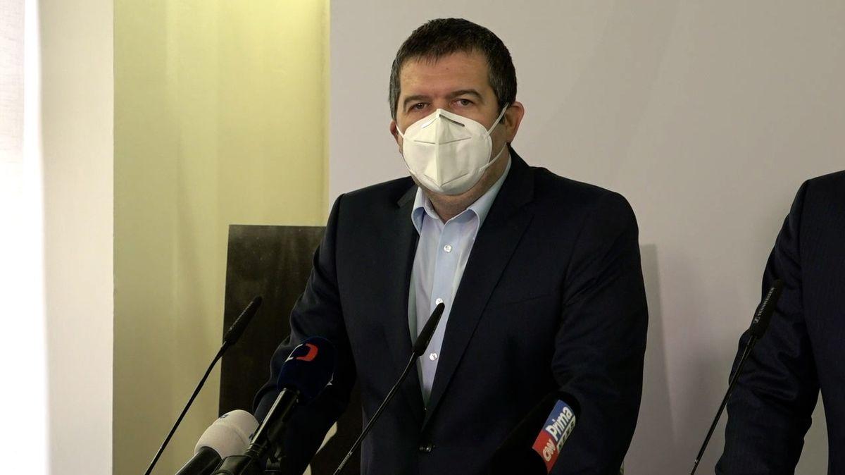 Hamáček: Do Moskvy neletím kvůli jednání vlády. A teď Červenou Karkulku, reagují politici