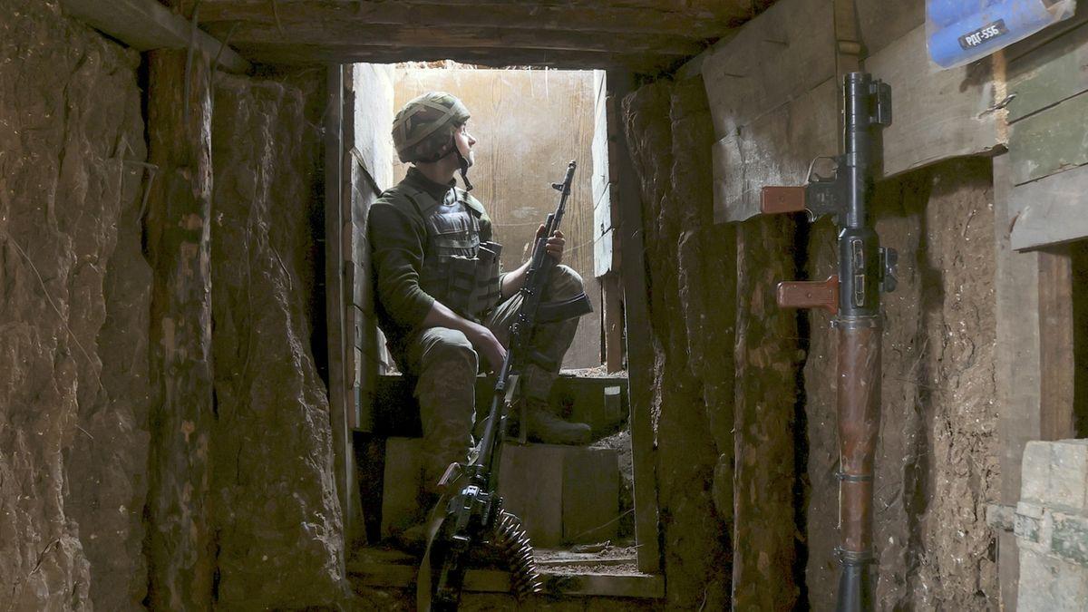 Rusové jsou připraveni zaútočit, přitvrďte v sankcích, vyzývá Ukrajina