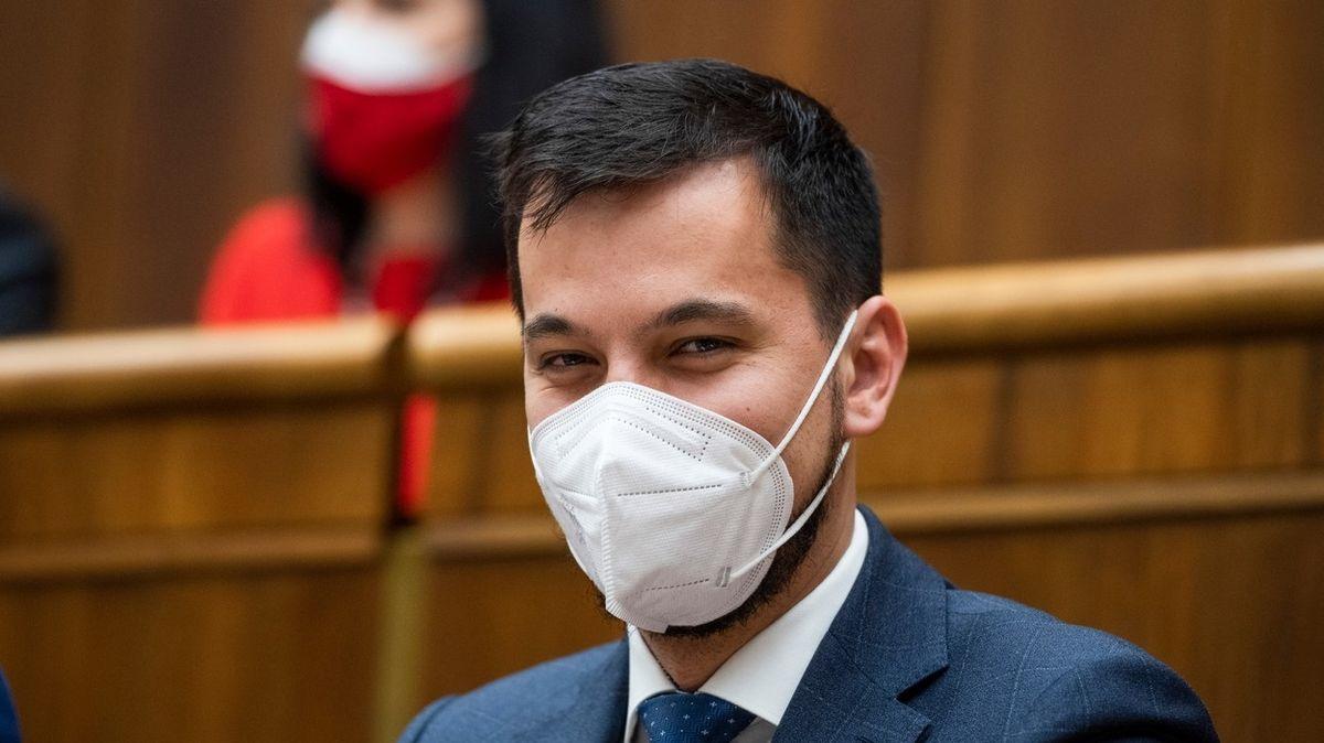 Místopředseda slovenského parlamentu končí, byl v baru v době zákazu vycházení