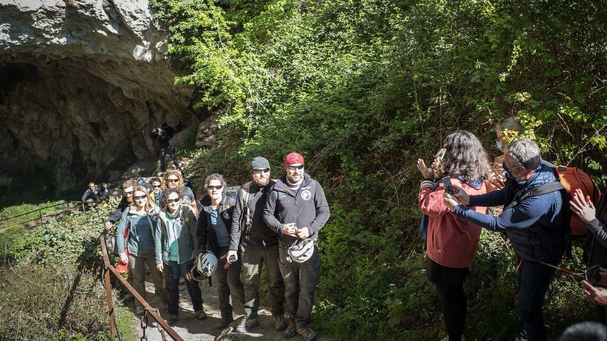 Skupina Francouzů strávila 40 dní v jeskyni v úplné tmě. Experiment zkoumal lidské biorytmy