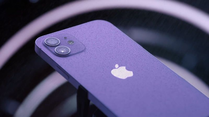 Příchod fialového iPhonu srazil ceny jablečných smartphonů