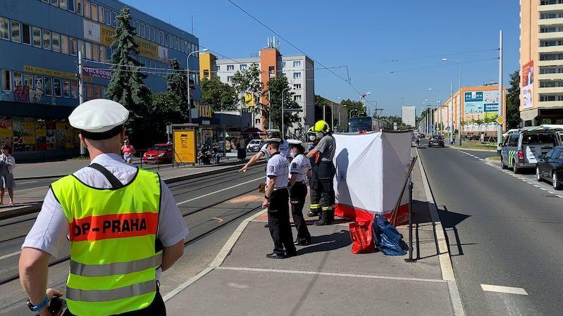 Seniorka nepřežila srážku s autobusem v Praze