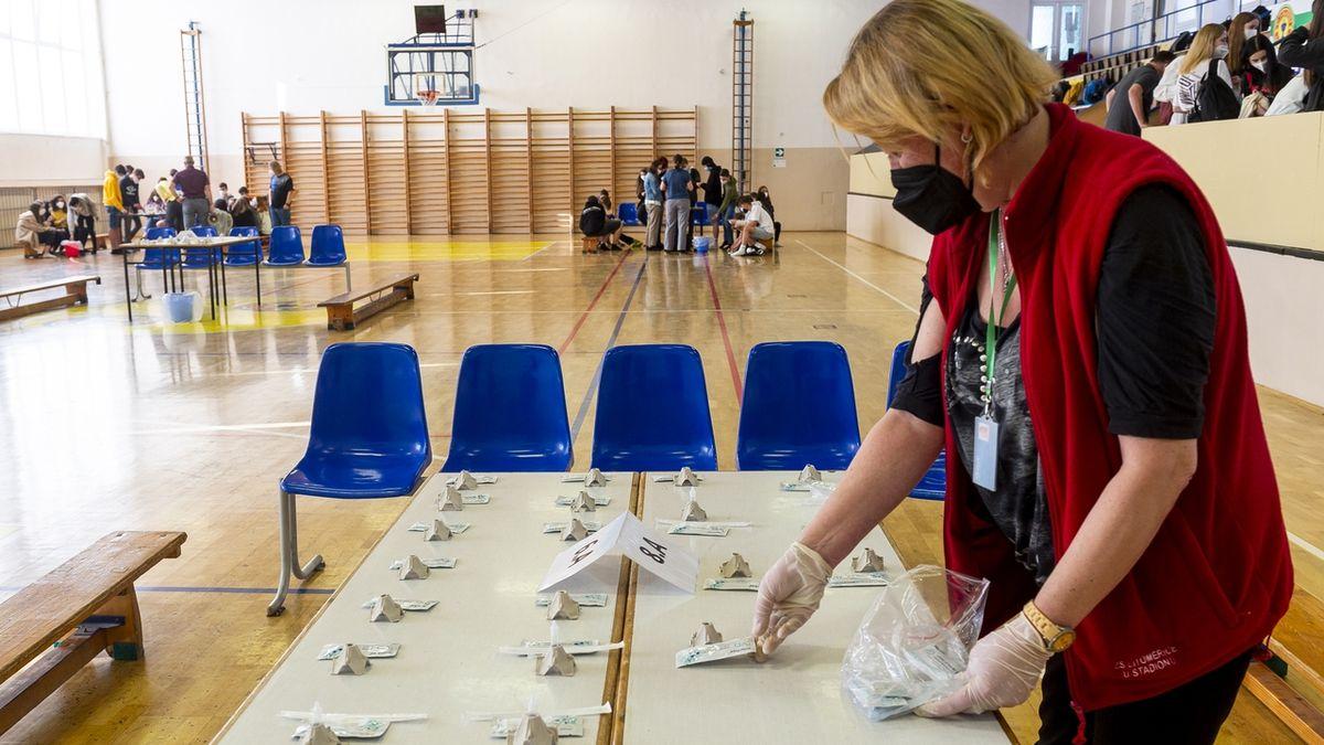 Vojtěch chce po prázdninách plošné testování školáků PCR testy