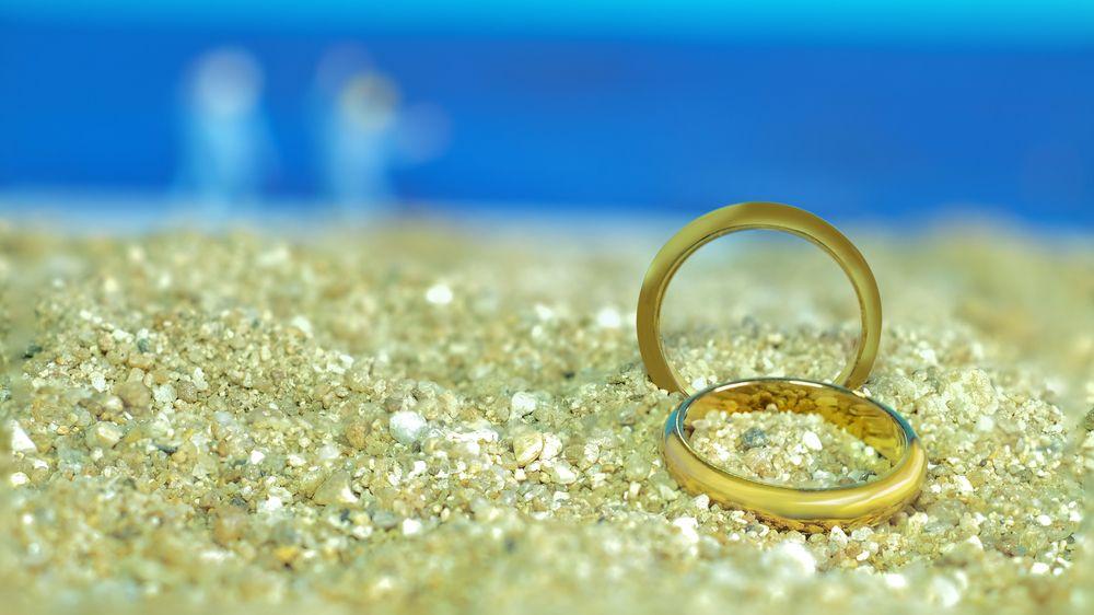 Snubní prsten ztracený v moři našli navlečený na rybě
