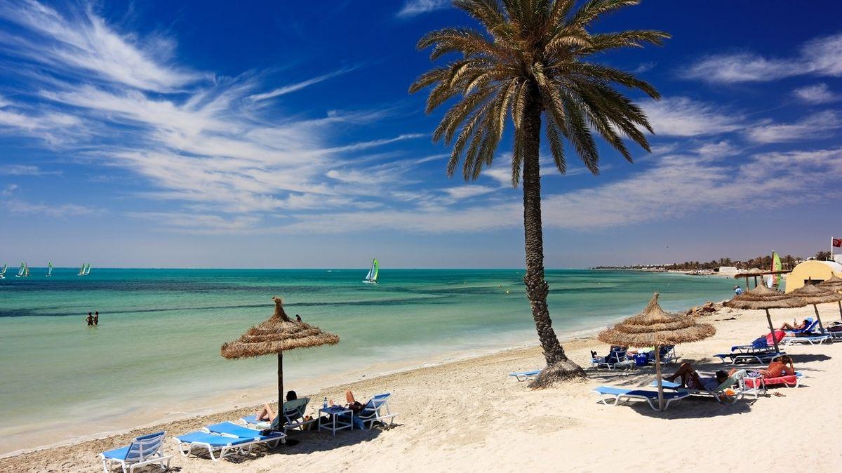 Cestovky klientům za Tunisko nabídnou změnu destinace, nebo vrácení peněz