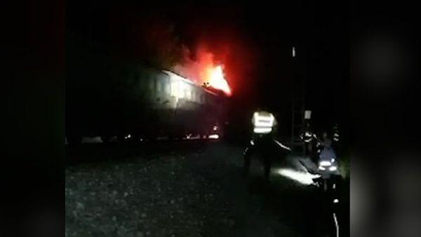 Dieselovou lokomotivu zachvátily plameny, škoda je tři miliony