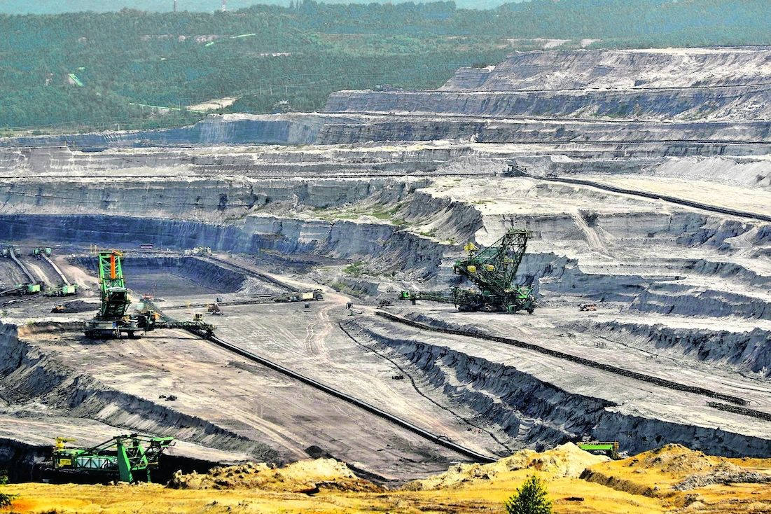 Tak vypadal včera navečer důl Turów, o který vede spor mezi Českem a Polskem.