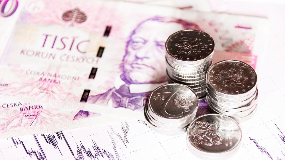Průzkum: Češi mají úspory nejčastěji na běžném účtu