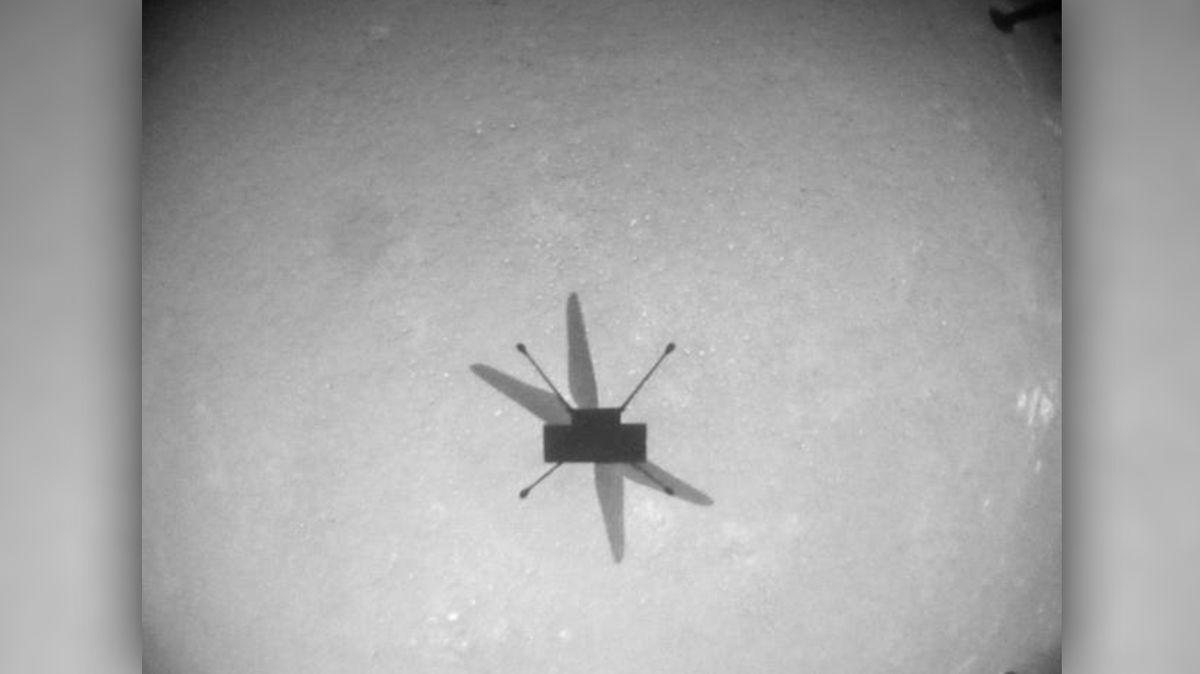 Vrtulníček Ingenuity nadále vesele poletuje po Marsu