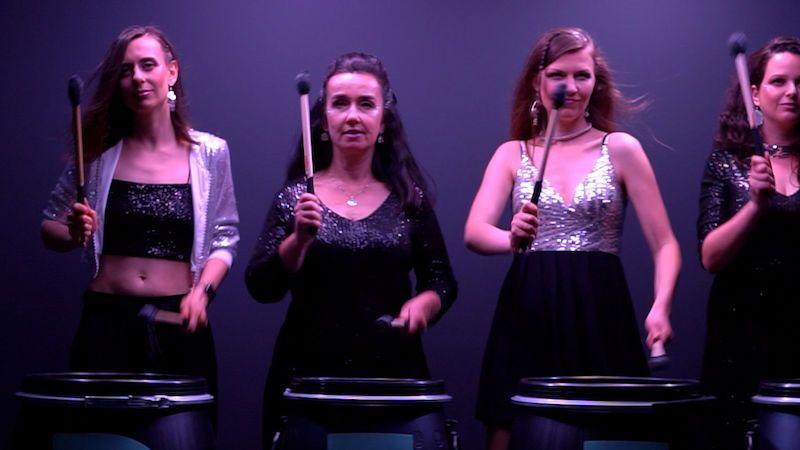 Drum For Fun v písni a klipu o prohýřené noci