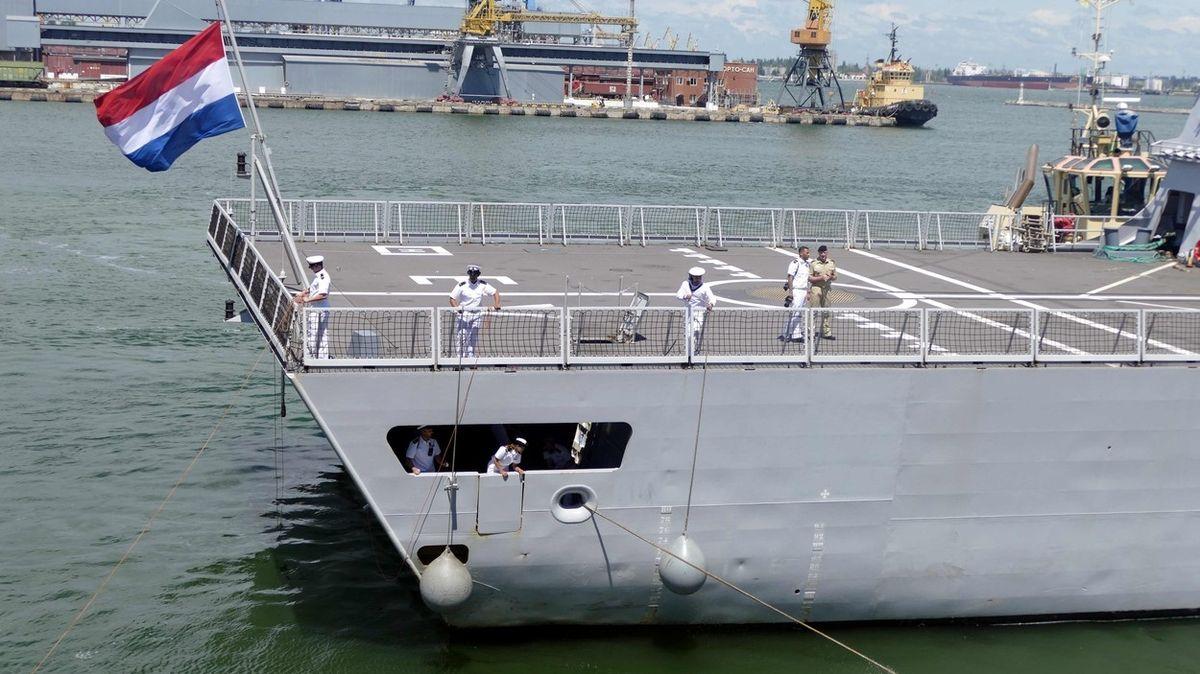 Ruské stíhačky u Krymu ohrožovaly naši fregatu, tvrdí Nizozemci