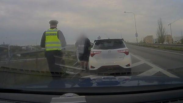Řidič uháněl tunelem v Brně 167 km/h. Chtěl slyšet rezonující zvuk auta